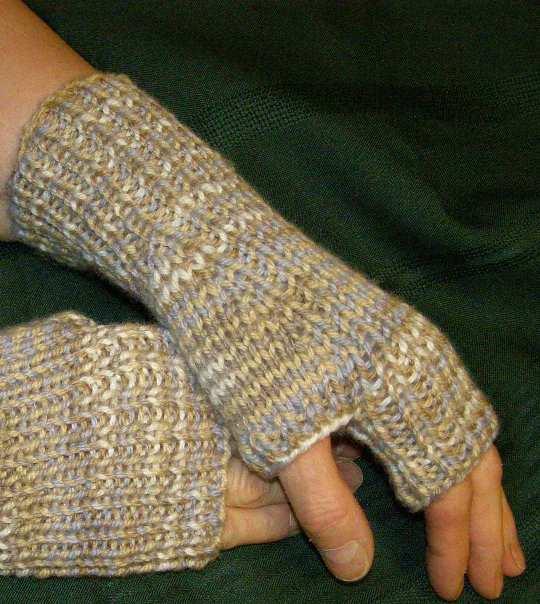 Patons Knitting Patterns For Fingerless Gloves : Fingerless Mitts